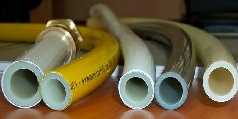 Трубы изготовлены из сшитого полиэтилена